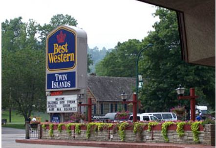 Gatlinburg, Tennessee, Twin Islands Motel (GatlburgTN239